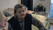 Familienoberhaupt Karin Ritter (64) in der Kötherner Wohnung in derAdolf-Kolping-Straße, die die Stadt ihr vor fünf Monaten zugeteilt hatte.