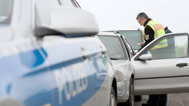 nachrichten deutschland - betrunkenes duo in auto