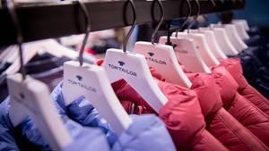 Die Modekette Tom Tailor braucht Geld
