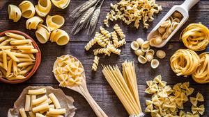Museo della Pasta  Bereits Federico Fellini sagte, dass das Leben eine Kombination aus Pasta und Magie sei. Pasta-Liebhaber werden dem zustimmen und sie sind auch genau die richtigen, dem Pasta-Museum in der Nähe von Parma einen Besuch abzustatten. Es befindet sich im gleichen Komplex wie das Tomatenmuseum und zeigt die Reise vom Getreidekorn bis hin zum Einsatz in der Gastronomie.  Adresse:Ingresso in Strada Giarola 11, 43044 Collecchio  Öffnungszeiten: Samstag und Sonntag 10-18 Uhr
