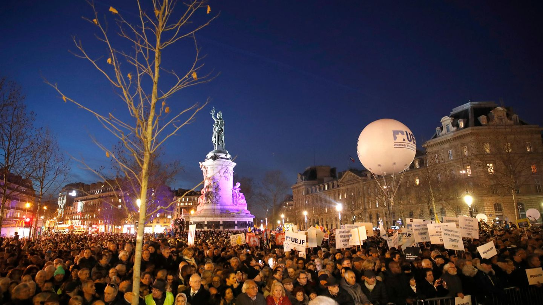 Demonstration auf dem Platz der Republik in Frankreich