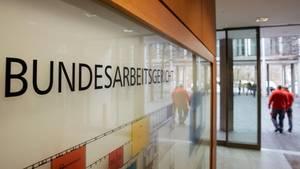 Das Bundesarbeitsgericht in Erfurt hat die Chefarzt-Kündigung durch ein katholisches Krankenhaus für unwirksam erklärt