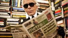 Lagerfeld las täglich rund 20 Zeitungen, zählte viele Journalisten zu seinen Freunden