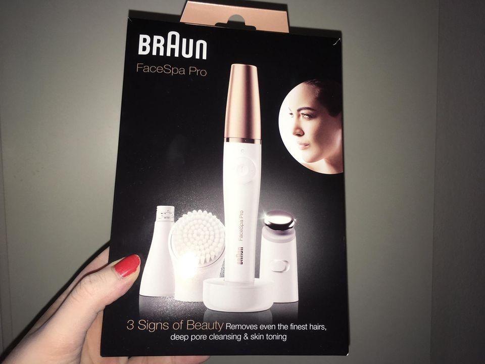 """Das """"Braun FaceSpa Pro"""" in der Verpackung. Schickes Gerät."""