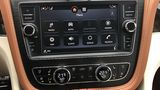 Auch die Mittelkonsole des Bentley Bentayga V8 könnte moderner sein