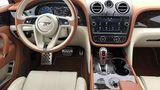 Das Cockpit des Bentley Bentayga V8