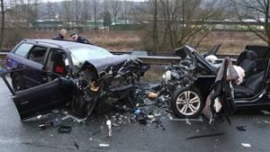 Nachrichten aus Deutschland Drei tote bei Frontalcrash im Sauerland