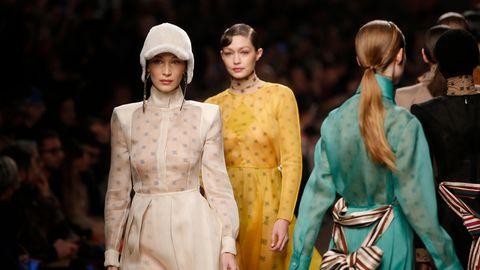 Gigi und Bella Hadid bei der Fendi Fashion Show in Mailand