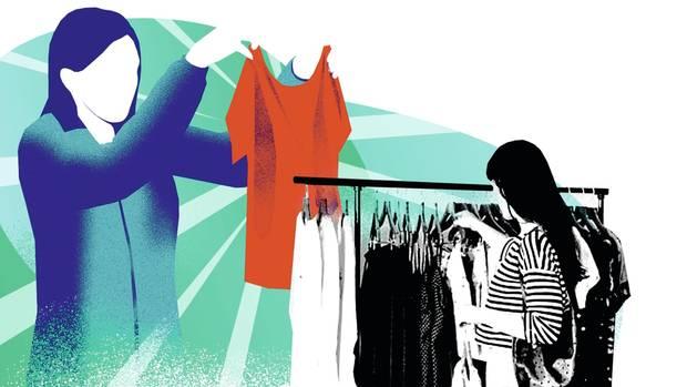 Ohne Rücksicht auf Umwelt und Arbeiter – so werden nicht nur T-Shirts billig hergestellt. Wenn Unternehmen produktionsbedingte Schäden in ihre Preise einkalkulieren müssten, dann würde weltweit anders gearbeitet.