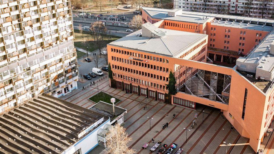 Das Jobcenter Halle/Saale liegt im Plattenbauviertel des Ortsteils Neustadt