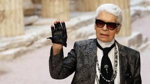Karl Lagerfeld wird auf der Mailänder Modewoche verabschiedet