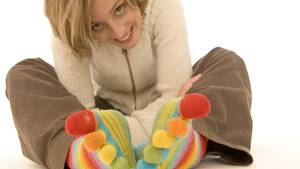 Warme Socken können gegen kalte Füße helfen.
