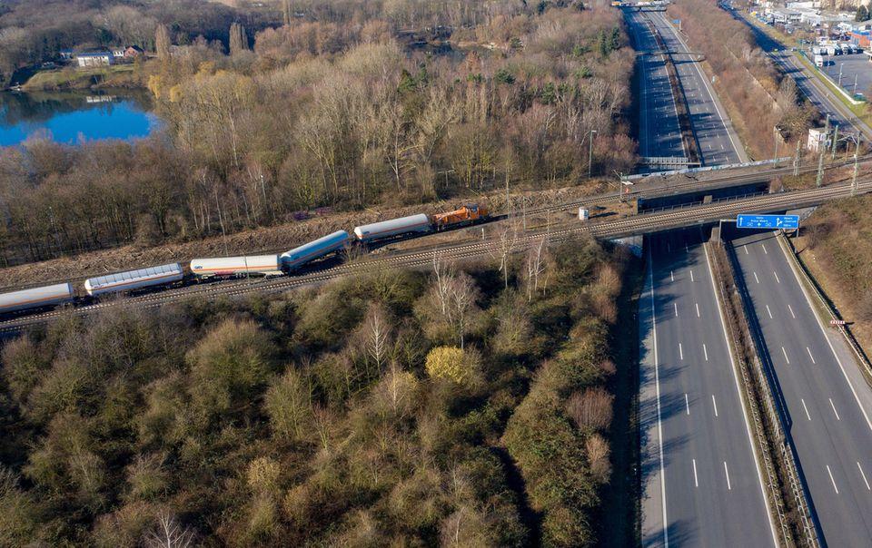 Nachrichten aus Deutschland Güterzug in Moers entgleist