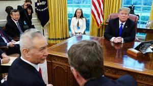 Chinas Chefunterhändler Liu He, US-Handelsberater Robert Lighthizer und US-Präsident Donald Trump