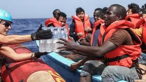 Sea-Eye-Helfer retten Flüchtlinge