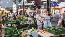 """Die Aldi-Filiale in der """"Markthalle Neun"""" in Berlin-Kreuzberg passt nicht ganz ins Gesamtbild"""