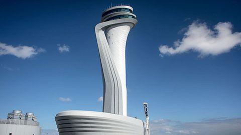 Wahrzeichen des neuen Flughafens von Istanbul: der Tower