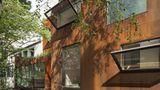 """Zusätzlich verleiht die Jury demMaison Cubiste den Sonderpreis für Außengestaltung: """"Das Haus werte einen Hinterhof auf und formt ihn zum reizvollen privaten Außenbereich um."""""""