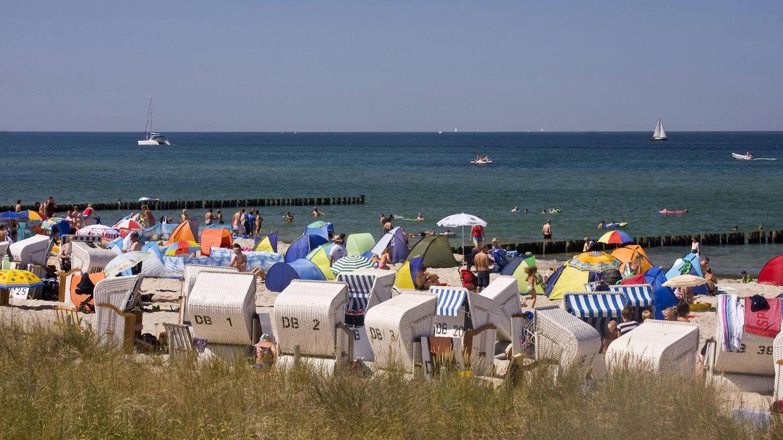 """Platz 5:Strand Kühlungsborn, Ostseebad Kühlungsborn, Mecklenburg-Vorpommern  Eine Bewertung auf Tripadvisor bringt es auf den Punkt: """"Der Strand ist perfekt für Familien mit Kindern! Immer sauber, lädt er zum Schlösserbauen und Buddeln ein."""""""