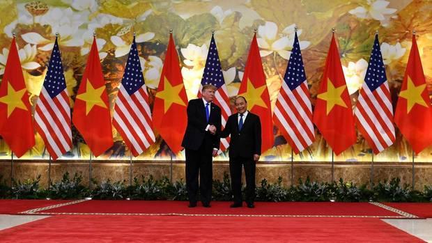 Donald Trump und Vietnams Regierungschef Nguyen Xuan Phuc