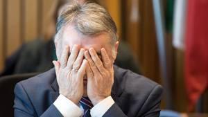 NRW-Innenminister Herbert Reul vor der Sondersitzung des NRW-Innenausschusses zu Lügde