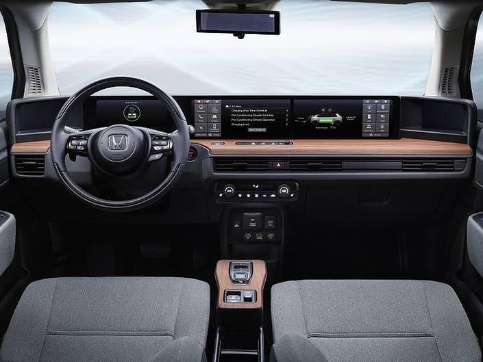 Geradliniges und schickes Cockpit