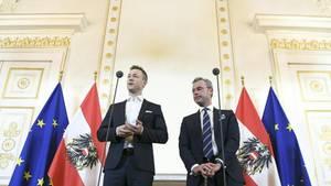 """Österreichs """"Regierungskoordinatoren"""" Gernot Blümel (ÖVP) und Norbert Hofer (FPÖ): Frei an Karfreitag? Nehmen Sie doch einen """"persönlichen Feiertag""""."""
