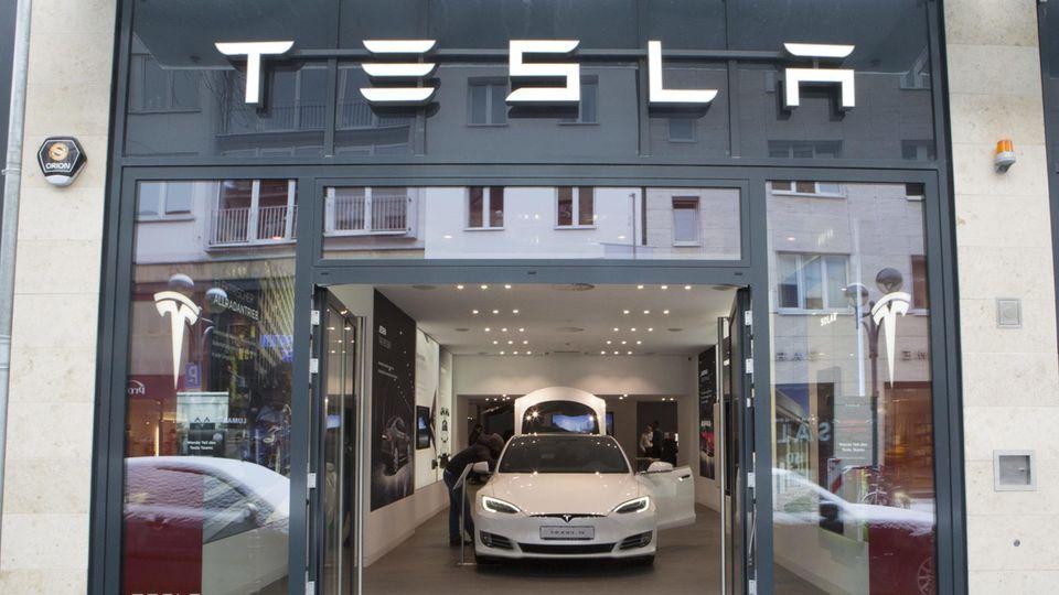 Tesla will seine Läden dicht machen