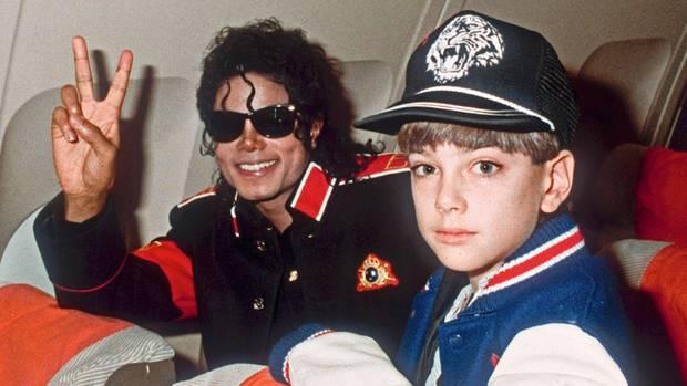 James Safechuck lernte Jackson kennen, als er ein kleiner Junge war. Der Popstar nahm ihn mit auf Reisen, wie hier mit zehn Jahren.