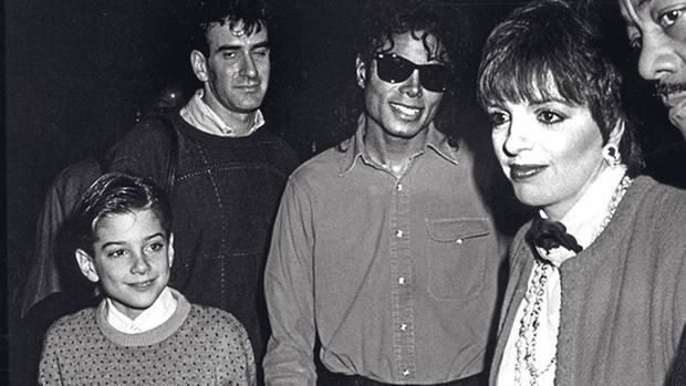 Michael führte die Jungen ein in die Glitzerwelt, in der auch Prominente wie Liza Minnelli (r,) zu Hause waren