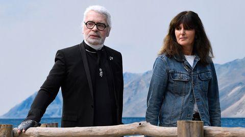 Karl Lagerfeld, Designer des Modehauses Chanel, und die Leiterin des französischen Chanel-Modestudios, Virginie Viard