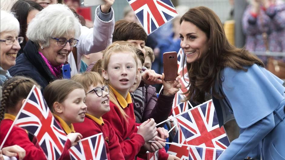 Herzogin Kate bei einem Rundgang inBallymena, Nordirland.