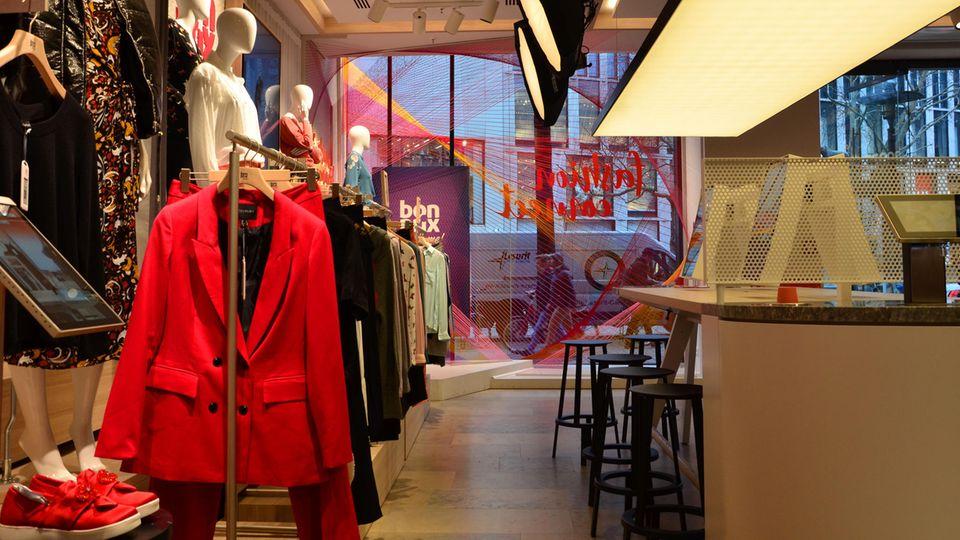 Der Showroom des neuen Pilot-Stores von Bonprix in Hamburg
