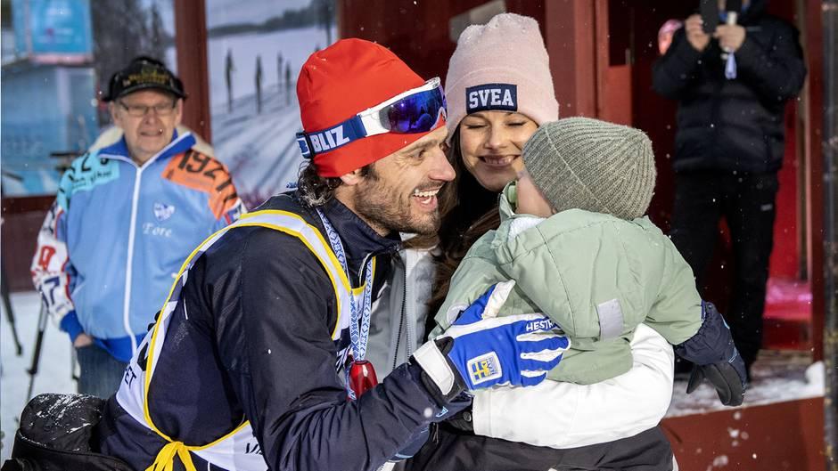 Die schwedische Königsfamilie mischt sich beim traditionellen Skiwettbewerb Wasalauf unters Volk.