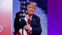 Donald Trump beschmust US-Flagge