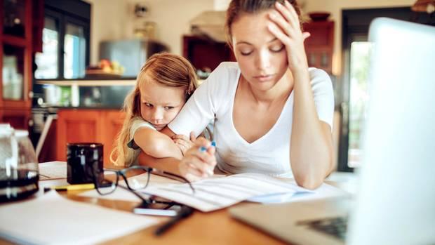 Das Homeoffice kann für Frauen zur Haushaltsfalle werden.