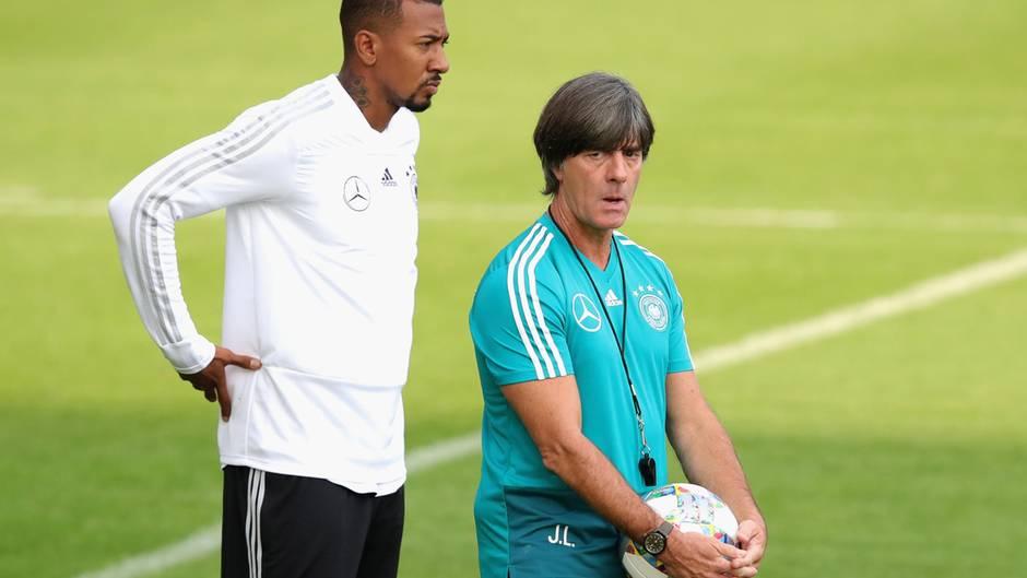 Twitter-Reaktionen : Löw kickt drei Bayern-Spieler aus der Nationalelf: So reagiert Boateng auf Twitter