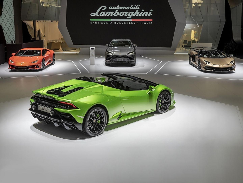Lamborghini Huracan Evo Spyder (vorn) und Aventador SVR Roadster (rechts)