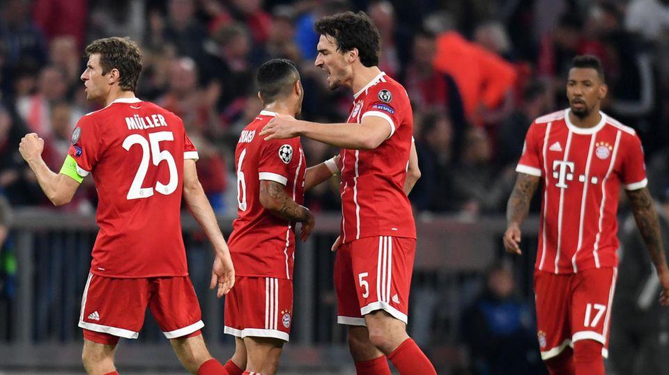 """Der FC Bayern """"hat größten Respekt vor den sportlichen Verdiensten"""" von Müller (l.), Hummels (2.v.r.) und Boateng (r.)"""