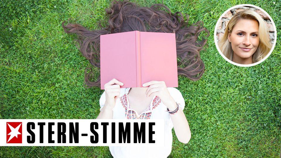 Mädchen mit Buch auf dem Gesicht