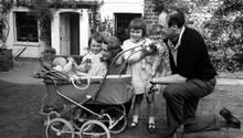 Roald Dahl und seine Frau Patricia mit den Kindern Olivia, Tessa und Theo