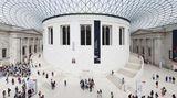 Platz 8: British Museum inLondon, Großbritannien  Es ist mit 5,9 Millionen Besucher im Jahr das meistbesuchte Museum Londons, und zur Sammlung gehören mehr als acht Millionen Objekte aus der Kulturgeschichte der Menschheit, unter anderem der berühmte Stein von Rosetta. Der klassizistische Bau aus der Mitte des 19. Jahrhunderts wurde von Sir Norman Foster zur Jahrtausendwende umgestaltet.  Infos:www.britishmuseum.org