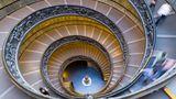Platz 5:VatikanischeMuseen in Rom, Vatikanstadt  Die päpstlichen Sammlungen gehören zu den umfangreichsten der Welt und sind in unterschiedlichen Teilen des vatikanischen Palastes untergebracht. Zu den Highlights gehört auch die Sixtinische Kapelle. Blickfang ist die doppelläufige Spiraltreppe von Giuseppe Momo. Allein mehr als 6,4 Millionen Besucher wandeln durch diese Museen pro Jahr.  Infos:www.museivaticani.va