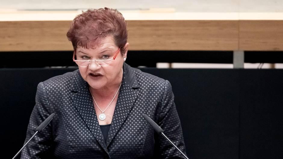 Ines Schmidt hält Rede zum Weltfrauentag