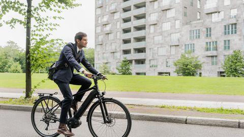 Inzwischen haben auch Manager keine Scheu mehr, ein E-Rad zu benutzen.