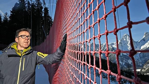 Sicherheitsnetze fangen die Rennfahrer bei Stürzen auf. Herwig Grabner leitet das Organisationskomitee des Ski-Weltcup in Hinterstoder.