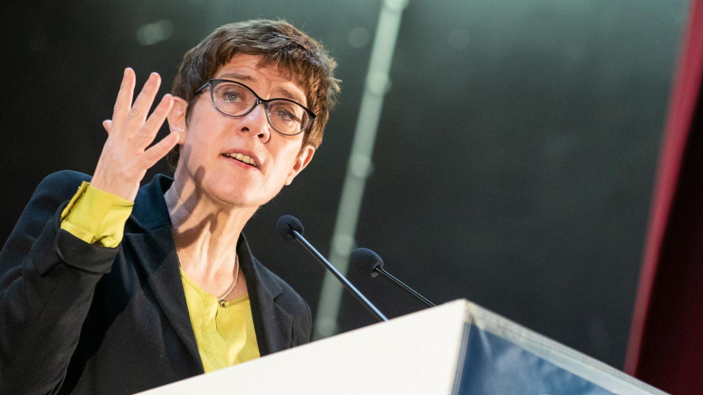 Annegret Kramp-Karrenbauer antwortet Emmanuel Macron in Sachen Europa
