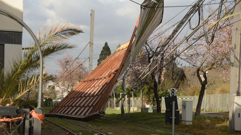 """Unwetter: Sturmtief """"Eberhard"""": Dorf ohne Strom von der Außenwelt abgeschnitten"""