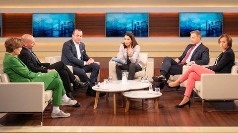 Anne Will diskutiert unter anderem mit Beatrix von Storch über Europa