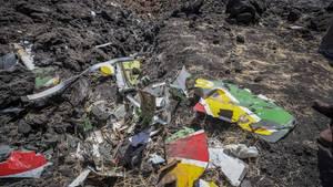 Blick auf die Trümmer eines Ethiopian Airlines Flugzeugs nach dem Absturz inBishoftu, Äthiopien